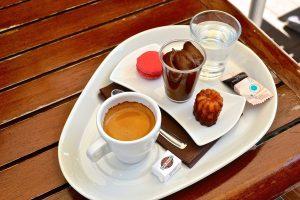 Plateau d'un café Arômes et Gourmandises